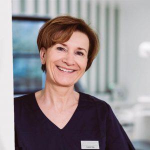 Ausgebildete Prophylaxeassistentin Christina Fischer-Titz